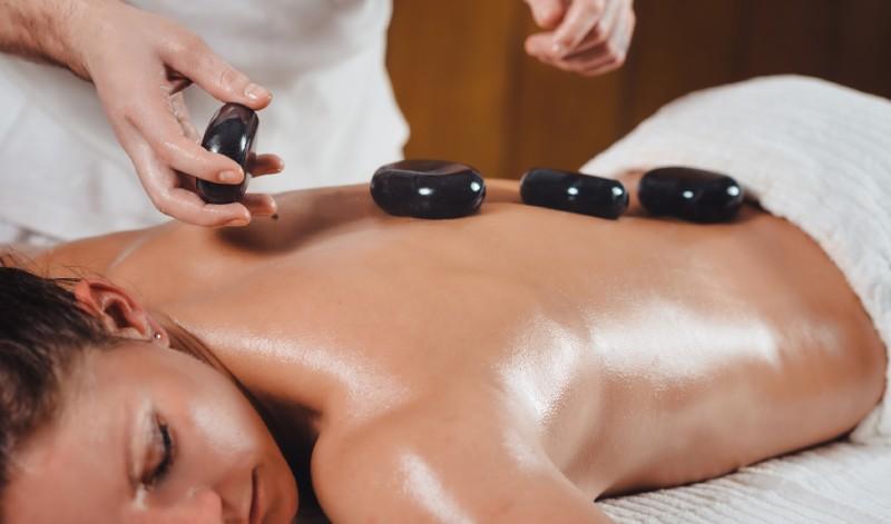 masaj pietre fierbinti